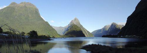 800px-Milford_Sound_(New_Zealand)