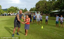 jonah lomu helping
