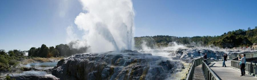 Hero_geyser_image_2012__Cropped_